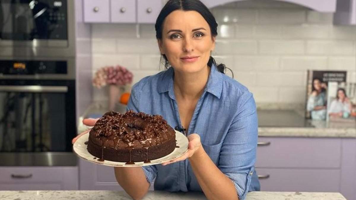 Ліза Глінська готує торт Вулкан