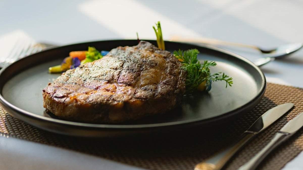 Як приготувати соковитий стейк: рецепт Тетяни Литвинової
