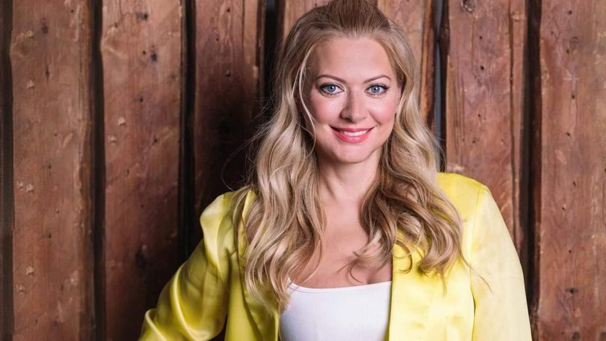 Таня Литвинова готує млинці на Масляну 2021
