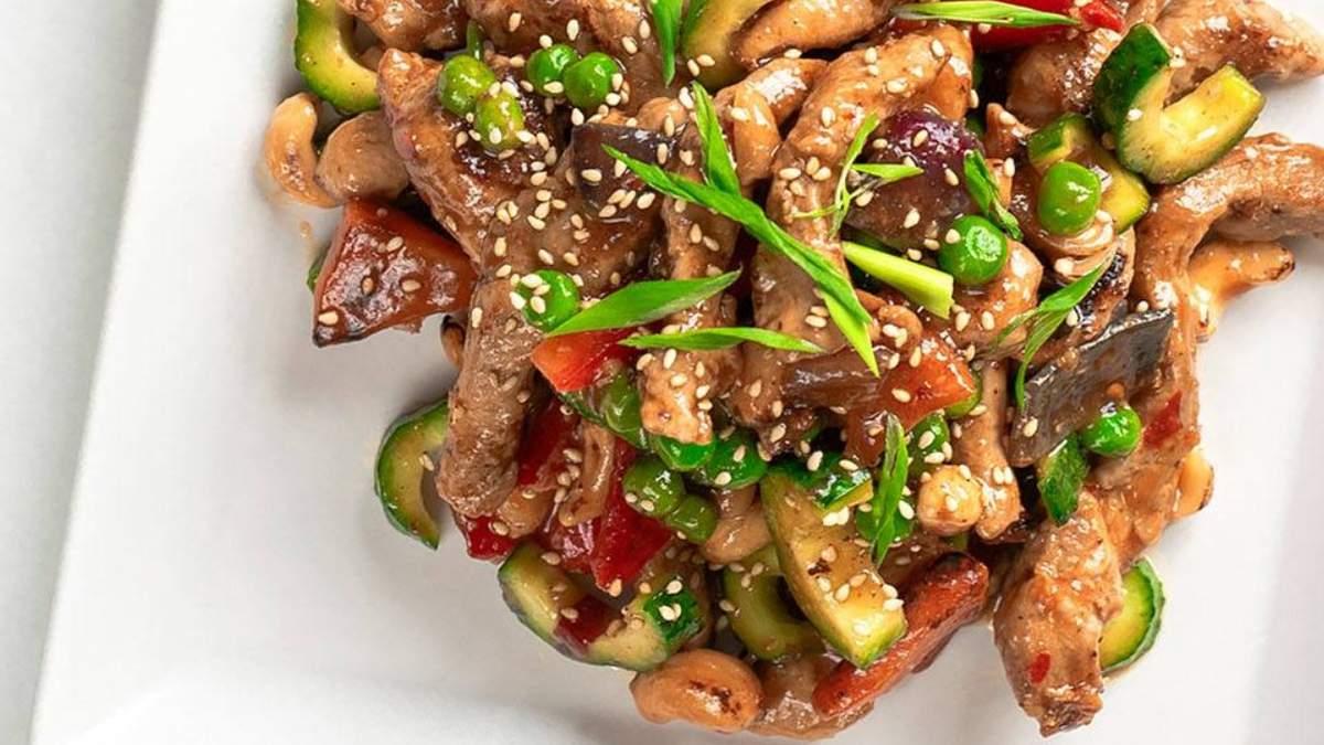 Курочка гунбао в кисло-сладком соусе с овощами: вкусный рецепт ужина за 30 минут