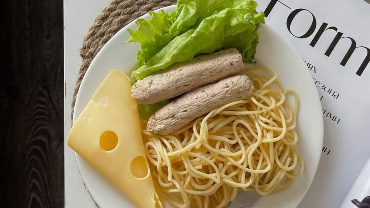Рецепт дієтичних сосисок з курячого м'яса: корисна страва на кожен день