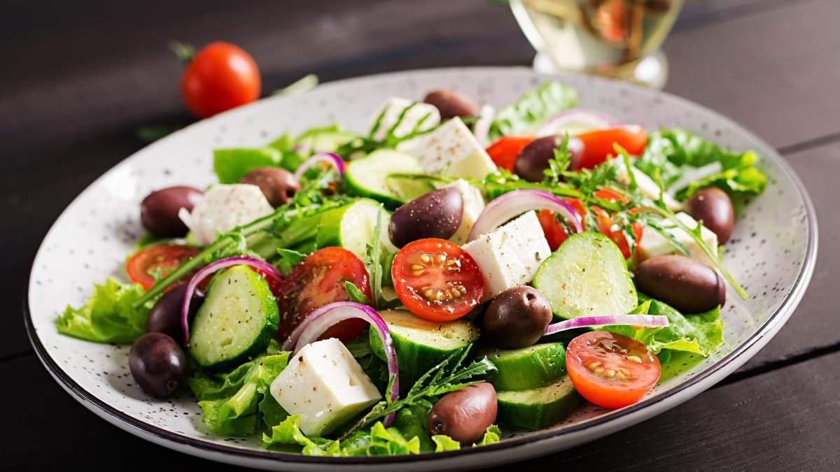 Меню на 8 марта 2021: простые рецепты салатов