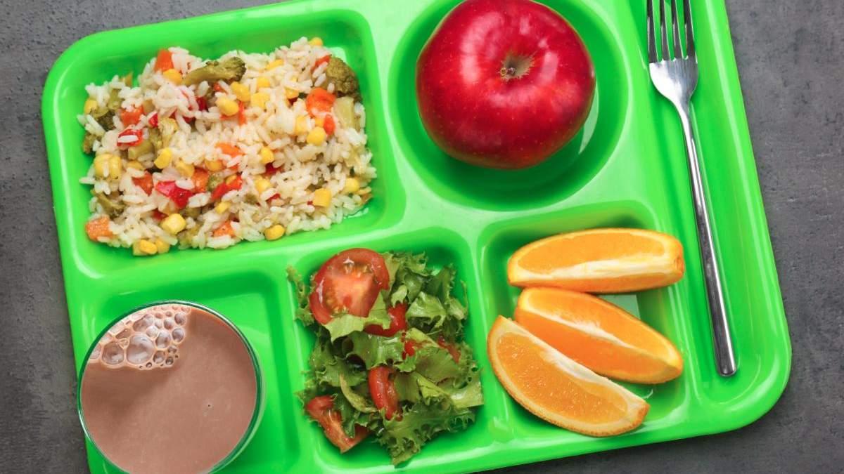 Нові норми харчування в українських школах діятимуть з 1 вересня 2021