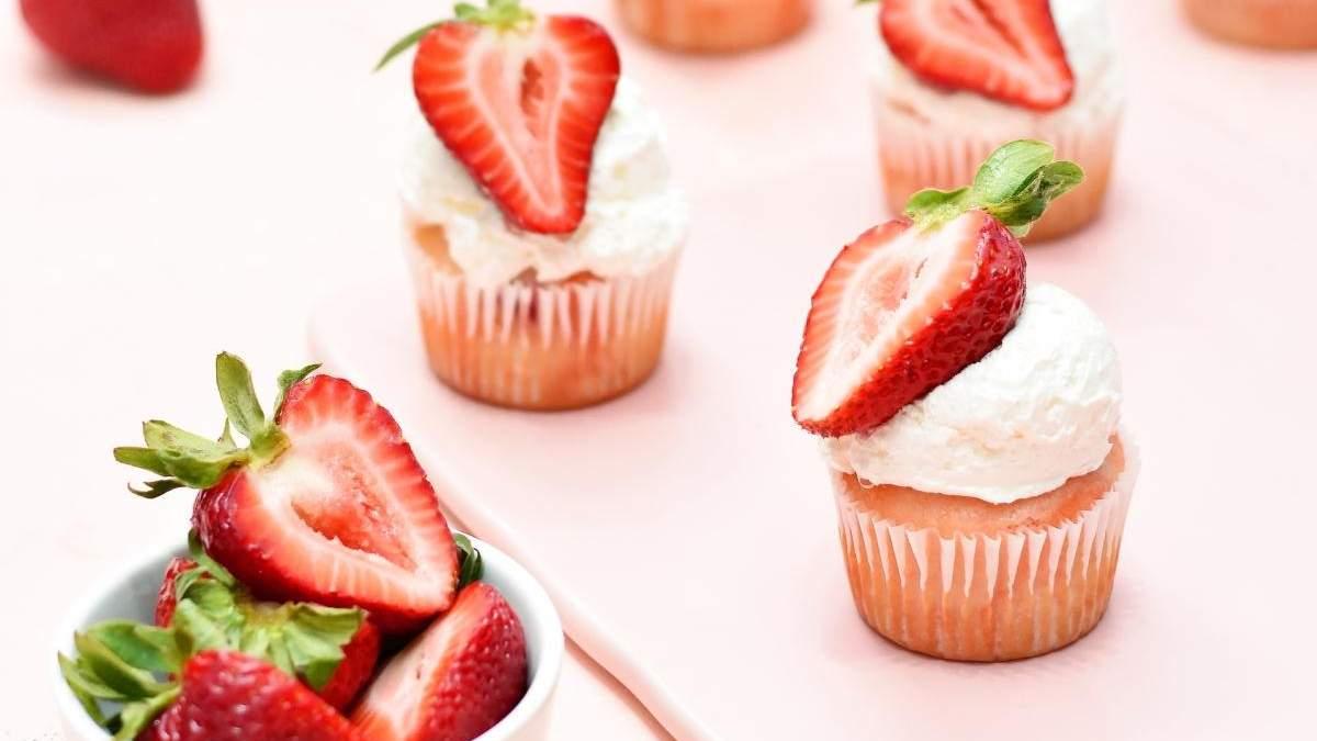 Лучшие рецепты десертов с клубникой: панна-котта, капкейк и творожный чизкейк