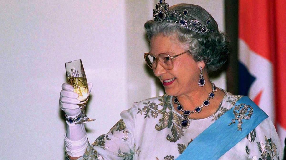 Рецепт любимого алкогольного коктейля Елизаветы II