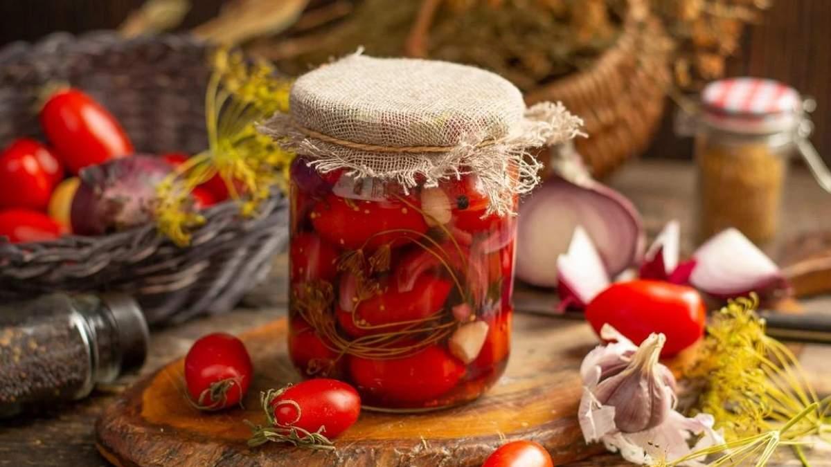 П'ять рецептів маринування томатів