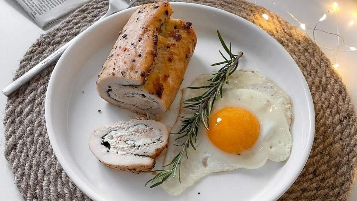 Курячий рулет з сиром та шпинатом: рецепт для всієї родини - Новини Смачно