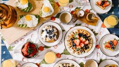 Дієтологи застерігають: чого не можна їсти на сніданок улітку