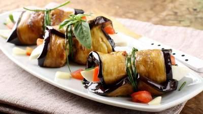Готовим баклажаны дома: рецепты рулетиков с грецкими орехами, сыром и помидорами
