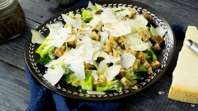 Таку броколі з курятиною їстиме кожен: рецепт смачної страви на обід чи вечерю