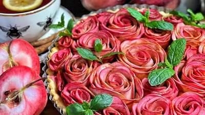 """""""Розы"""" из яблок на песочном тесте: невероятно эстетский тарт от Яны Станишевской"""
