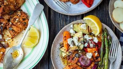 Осіннє барбекю вдома: ніжний курячий стейк з овочами як порятунок від поганого настрою