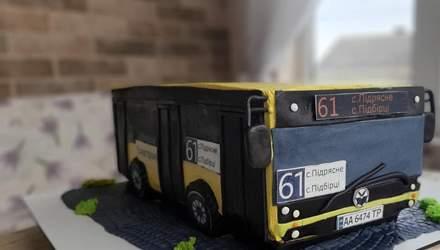 Львівська кондитерка здивувала тортом у вигляді пасажирського автобуса №61: фото