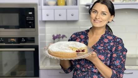 Ягідна шарлотка: домашній рецепт від Лізи Глінської