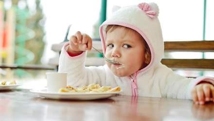 Не чипси, не цукерки: якими мають бути перекуси в дітей, і чому це важливо