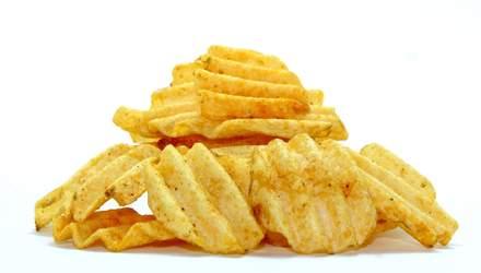 Історія чипсів: як розгніваний кухар створив культову закуску, яка стала відомою на весь світ