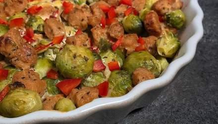 Запеченная брюссельская капуста с курицей, чесноком и нутом: три рецепта на обед от тренера