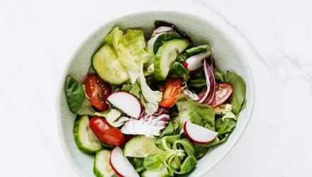 Овощной салат со шпинатом, томатами и огурцом на Пасху: домашний рецепт