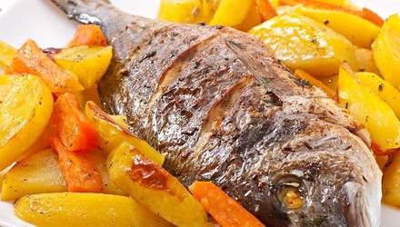 Запеченная дорадо с картофелем: простой рецепт
