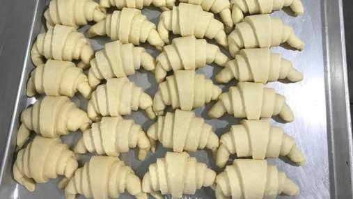 Яка різниця між прісним та дріжджовим листковим тістом та що з нього готувати: поради кондитера
