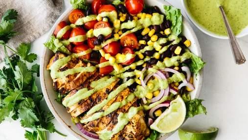 Три салати з курячої грудки: рецепти з маринованими огірками, цукіні та корейською морквою
