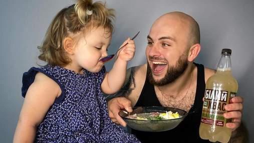 Рецепт окрошки на квасі з йогуртом від шеф-кухаря Миколи Люлька та його донечки Злати