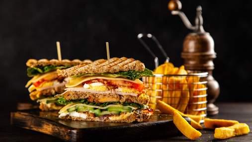 Идеально в школу и на работу: клаб-сэндвичи с курицей и соусом песто-айоли