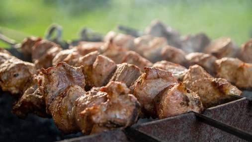 Важливий секрет шашличників: для чого посипати вугілля сіллю