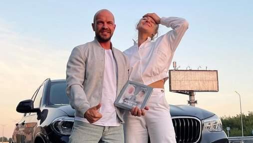 Мартыновская и Ярославский показали первый экземпляр совместной кулинарной книги