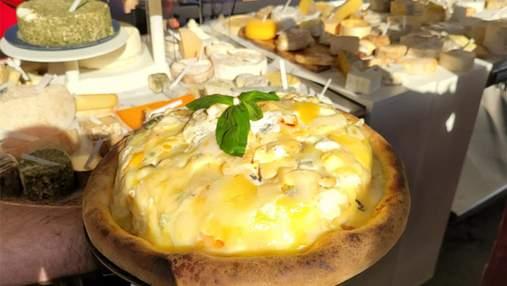 Французькі шеф-кухарі побили рекорд: як виглядає піца із 834 сортами сирів