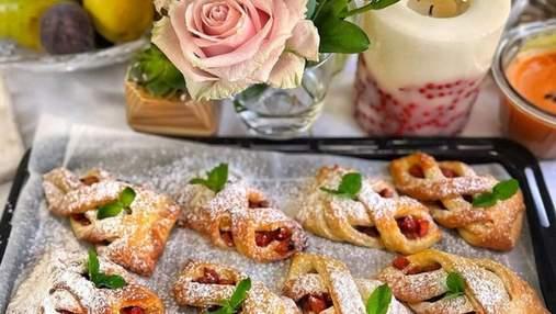 Рецепт домашніх слойок на сирному тісті з яблуками