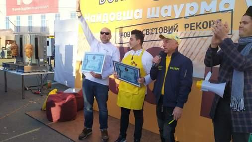 130-метрова смакота: у Києві приготували найдовшу у світі шаурму – фото рекордної страви